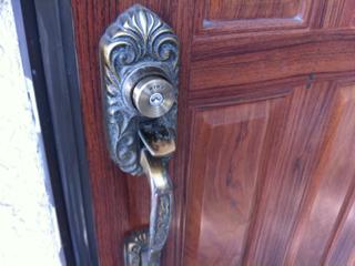 青葉区あざみ野で、マンション鍵トラブル、鍵交換で解決しました。